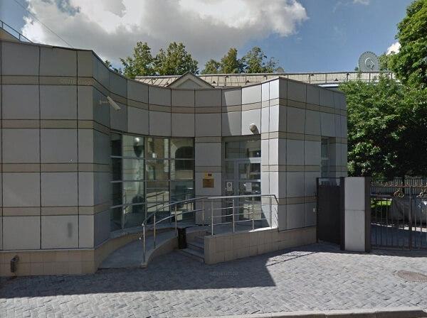 Вход в визовый отдел Посольства Австрии в Москве