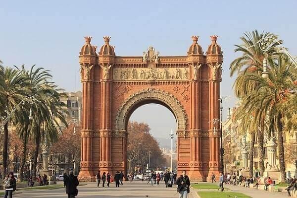 Триумфальная арка в Барселоне
