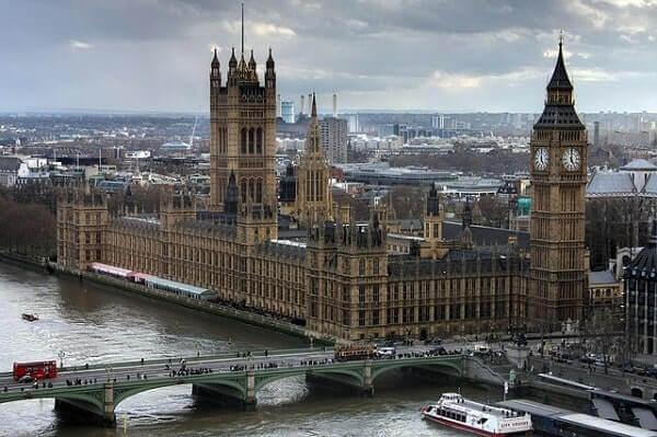 Вестминстерский дворец в Лондону