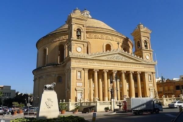 Мальтийский дом с куполом