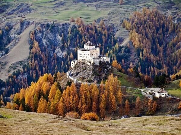 Замок в Альпах