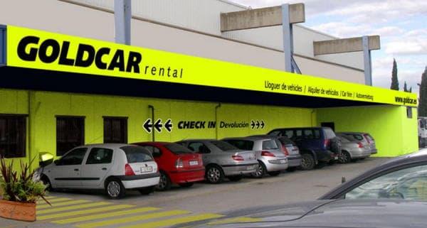 местная прокатная фирма goldcar-rental