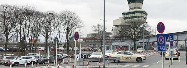 Парковка возле аэропорта
